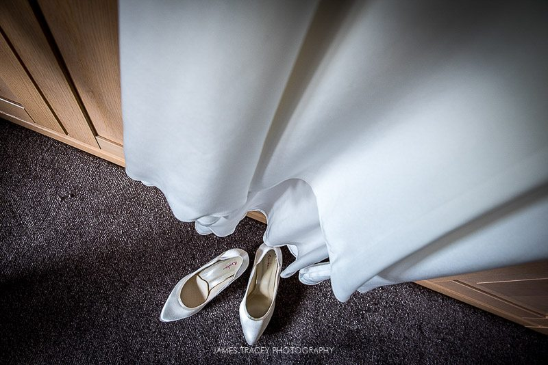 WHITE HART LYDGATE WEDDING PHOTOGRAPHY KATY AND JON-5