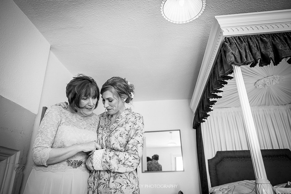 bride being hugged by her mum