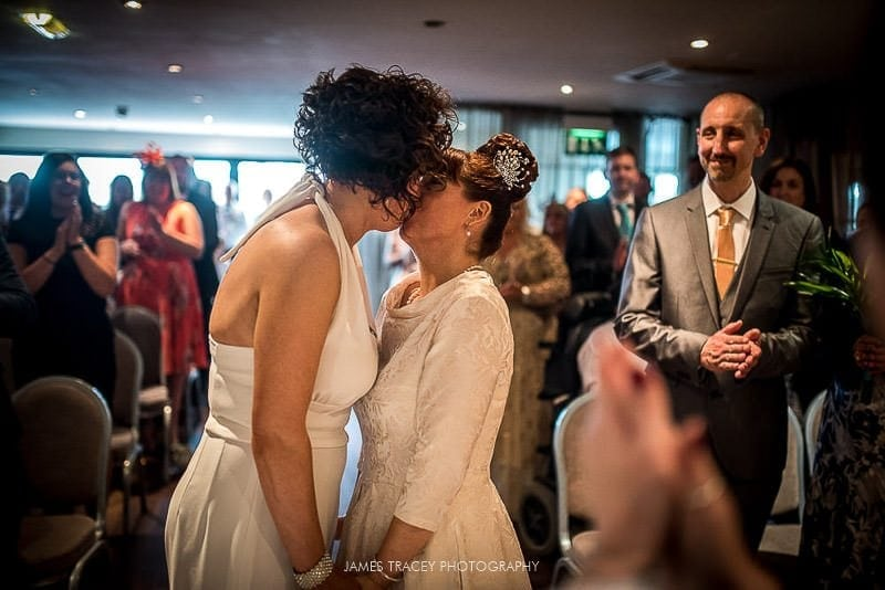 first kiss at a wedding at great john street hotel