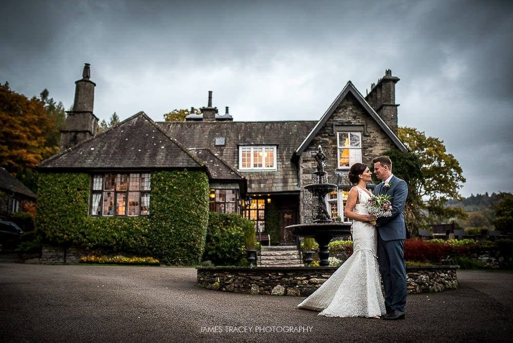 wedding couple in front of broadoaks country house