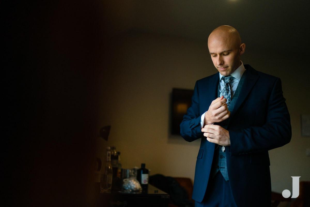 groom checking his kjacket at merrydale manor