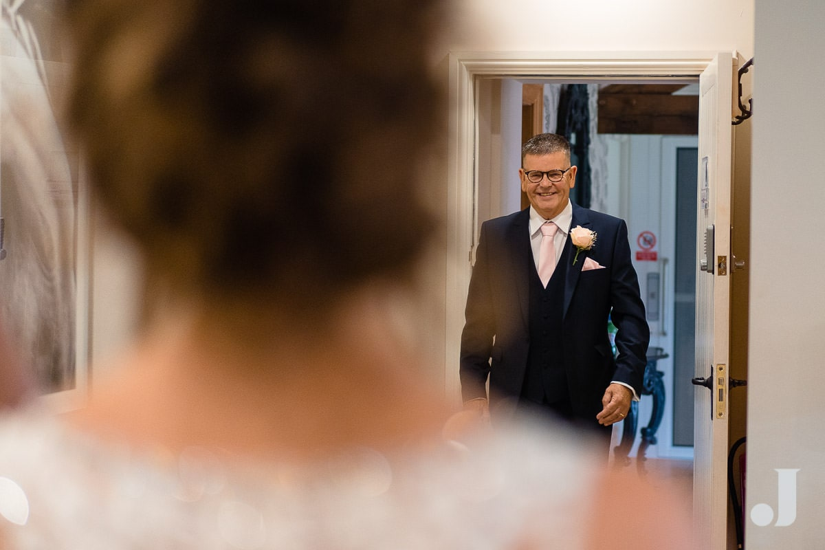 father of the bride seeing daughter