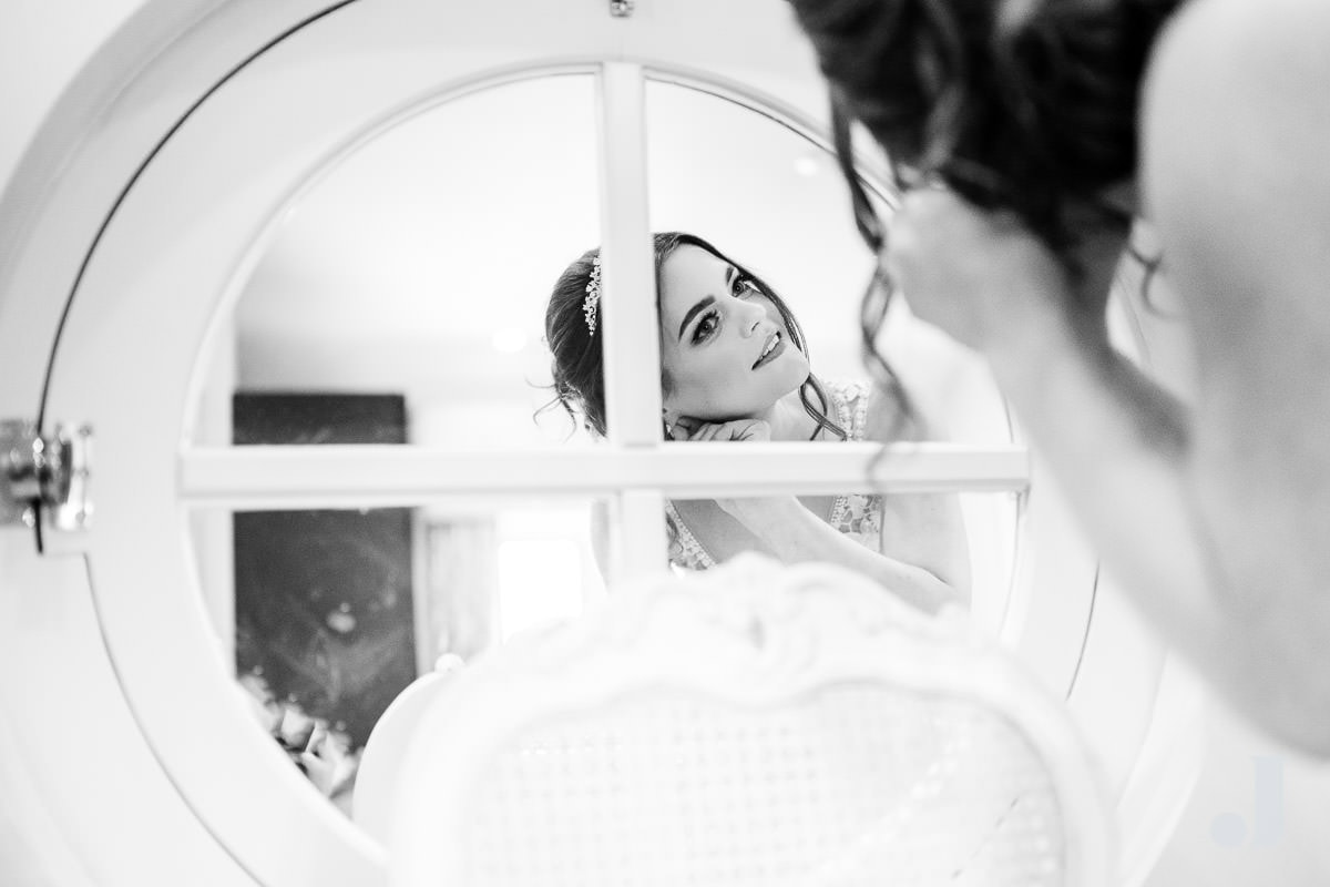 bride checking her make up at merrydale manor