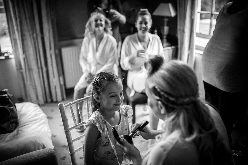 bride and her mother make up