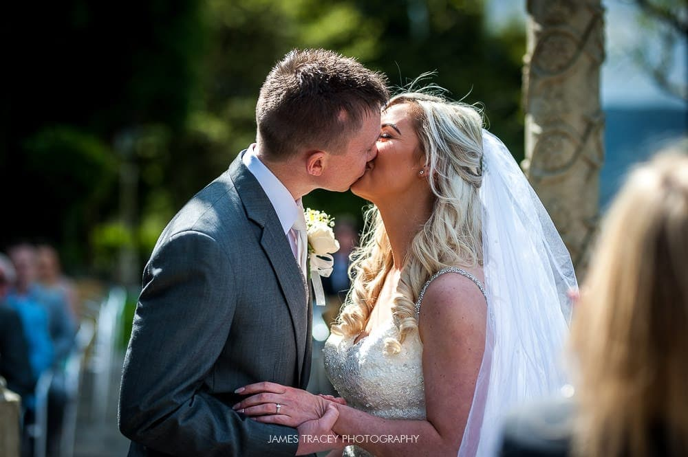 first kiss at outdoor wedding at saddleworth hotel