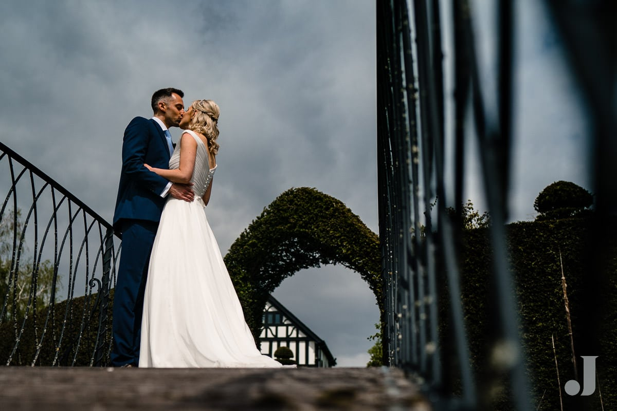 kiss at the holford estate